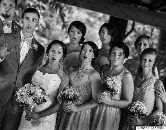 사진작가가 촬영도중 넘어졌다 그래서 이런 결혼식 사진이