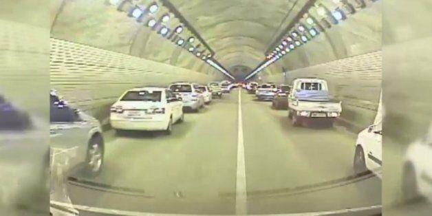 6중 추돌사고가 난 터널에서 '모세의 기적'이