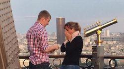 에펠탑에서 프로포즈한 커플을