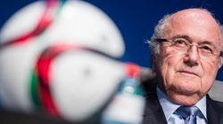 물러나겠다던 블래터 FIFA 회장의