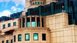 영국 비밀정보부 MI6가 레인보우 깃발을
