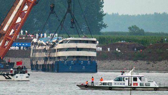 중국, 양쯔강 침몰선 인양