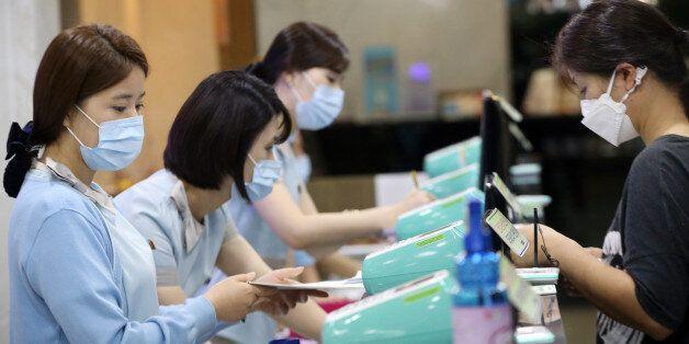 감염환자 접촉한 의료진은 아직도 진료