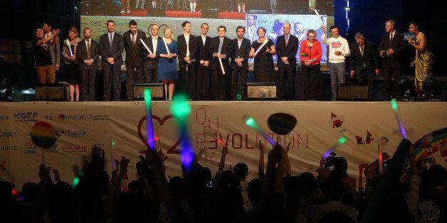 퀴어문화축제 개막식에 16개국 대사관이 참석해 성소수자 권리 지지를