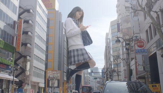도쿄에 등장한 '거대한 크기'의 여성들(사진,