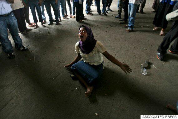 인신매매 캠프에서 이슬람교 난민 로힝야족 여성이 성노예로 취급받고