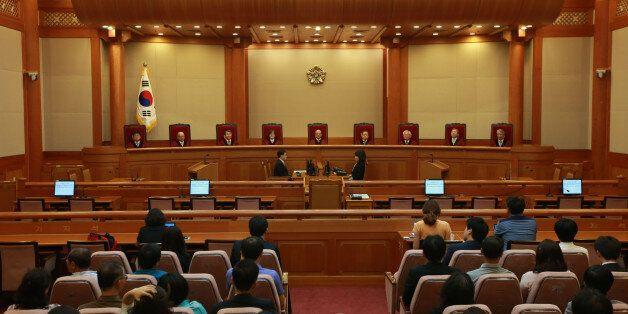 헌법재판소, 법조인 독점과 정치권 인사 관여