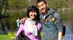 #AccordingToMyMother: 게이 아들을 둔 한국계 미국인 엄마의 웃기는