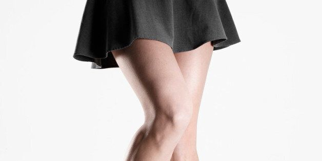 짧은치마 입은 여성 훈계하다 신체접촉한 60대 남성