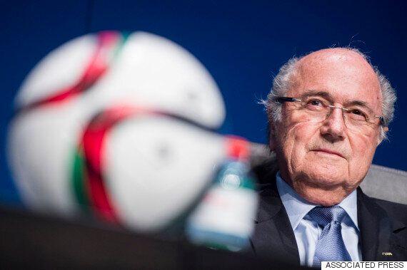 블래터 FIFA 회장, 사퇴 거부하다