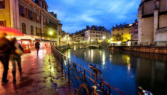 여름 축제가 열리는 프랑스의 작은 베니스,