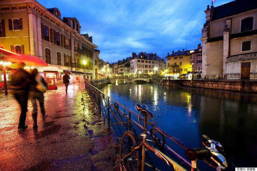 우리가 알지 못한 론 알프스의 매력|1. 여름 축제가 열리는 프랑스의 작은 베니스,