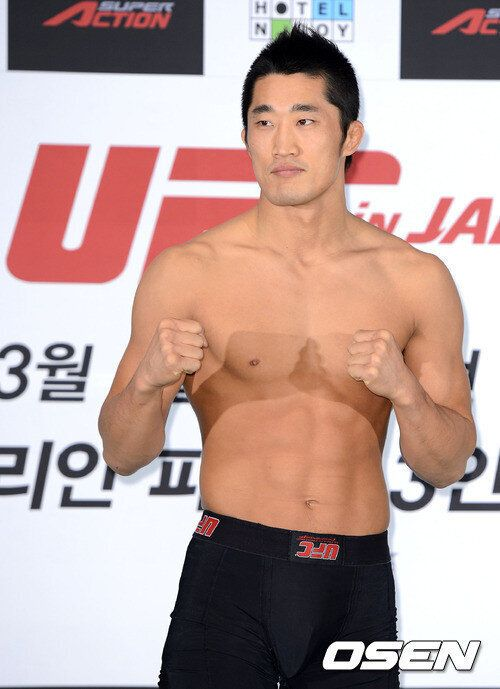 '매미권' 김동현, 버크먼에 서브미션승 1년만의