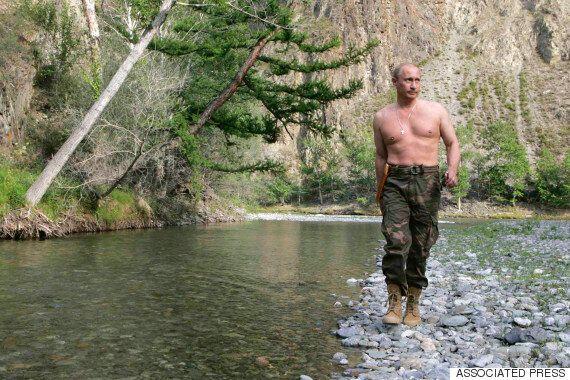 상의를 벗은 푸틴은 어떻게 러시아에서 록스타 같은 대통령이