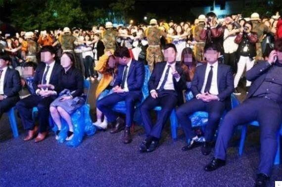 축제 VIP석에 앉은 대학 총학생회 간부님들