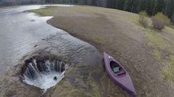 호수의 물을 빨아들이는 거대한
