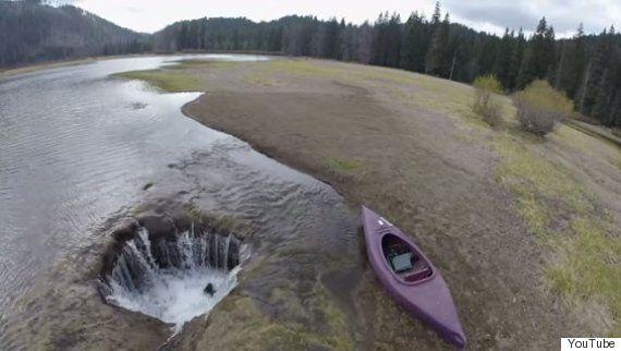 '로스트 레이크'의 물을 빨아들이는 거대한