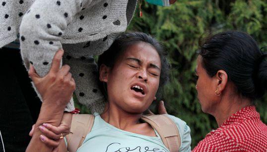 네팔 추가 지진으로 최소 65명 사망, 2000명