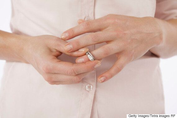 어떻게 나는 클로짓 게이와 결혼한 뒤 고통스러운 결혼에서