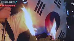 세월호 집회에서 태극기를 불태운