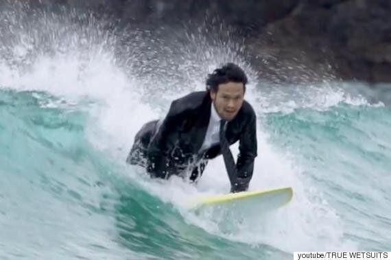직장일로 바쁜 서핑애호가를 위한 서핑수트(사진,