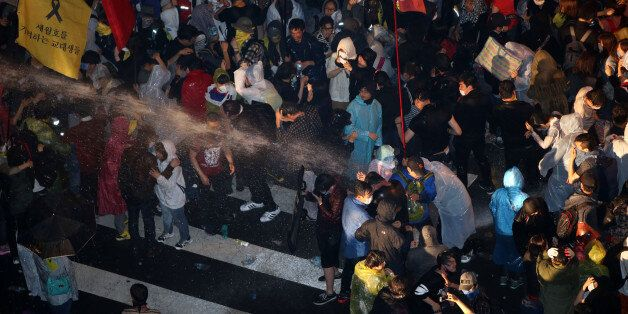 세월호·민노총 시위대, 경찰과 격렬하게 충돌(사진,