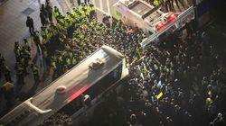 경찰, 노동절 신고 집회에 차벽 설치