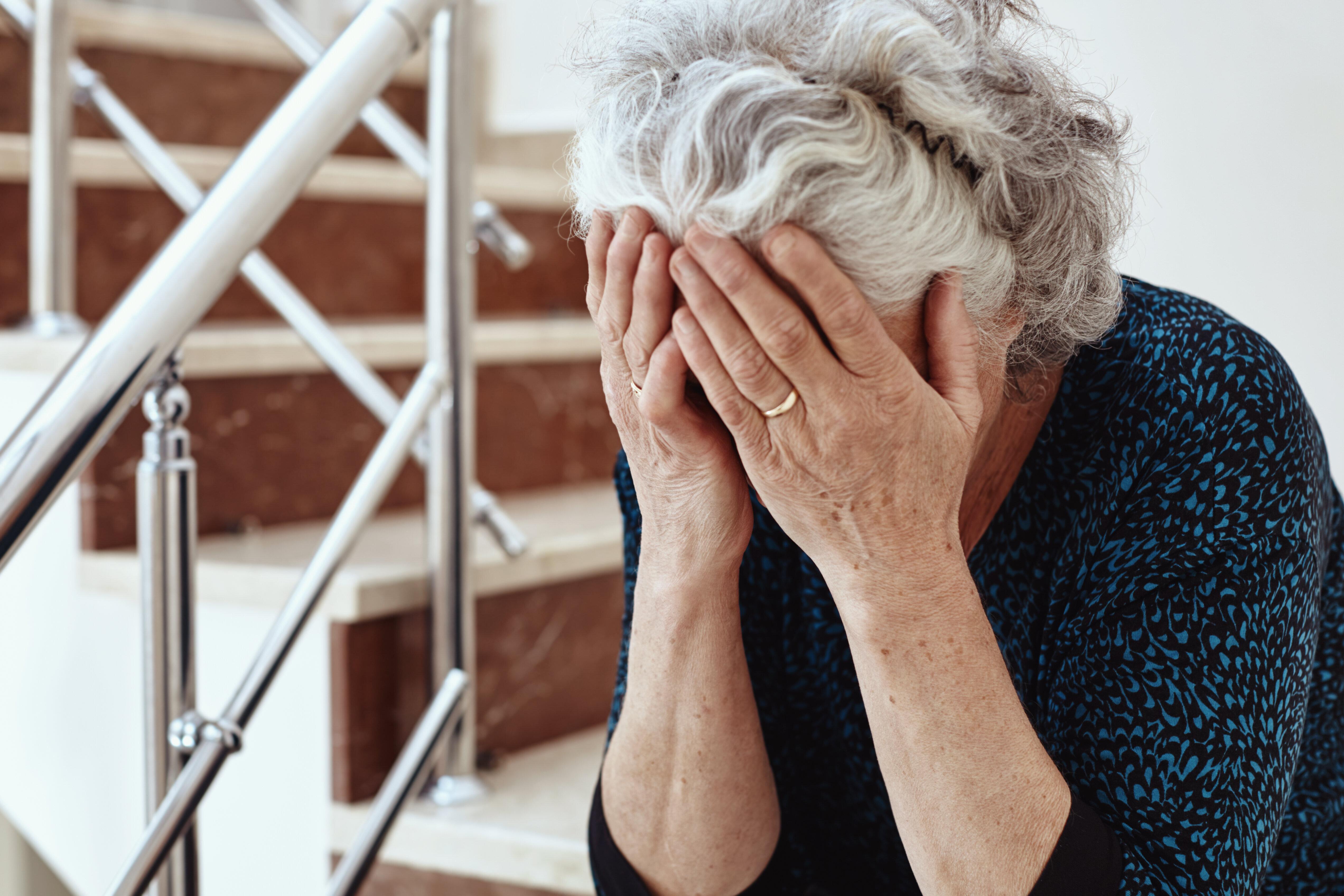 donna che risale donna anziana cucinare incontri Londra