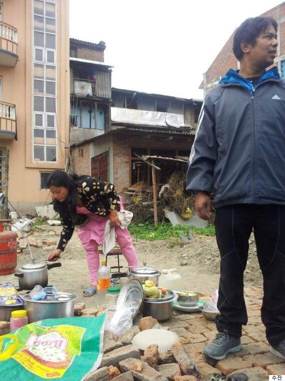 [허핑턴인터뷰] 네팔 청년 수잔, '우리 가족도 천막에서 살고