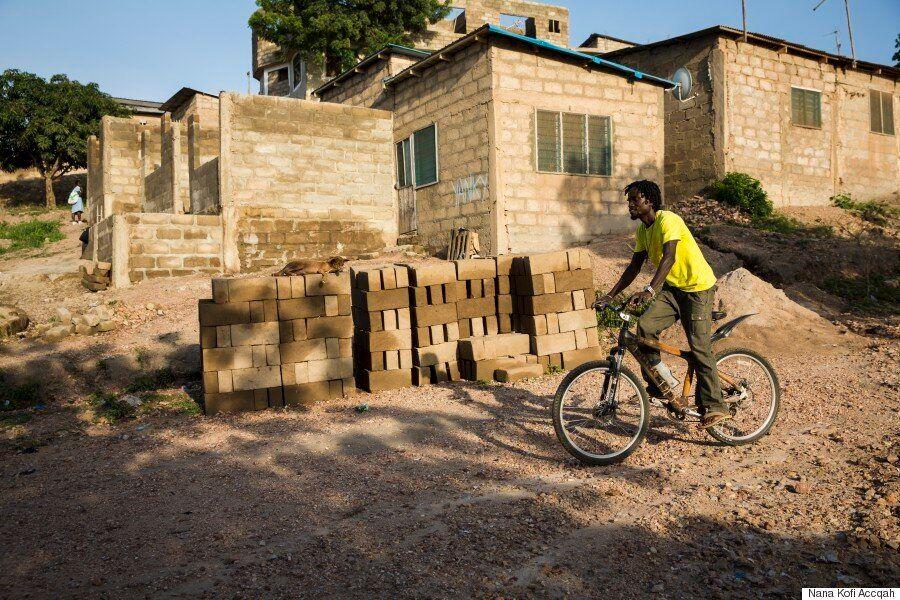 대나무로 자전거를 만드는 가나의