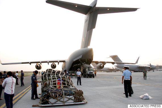 [네팔 대지진] 사망자 2500명 넘어...이틀째 강력
