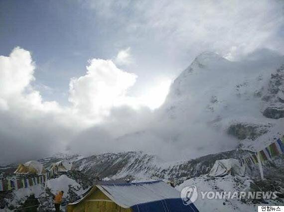 지진에 발묶였던 경북 구미 산악회원들 카트만두
