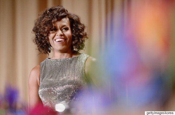 미셸 오바마가 잭 포즌 드레스로 백악관 기자단 만찬을