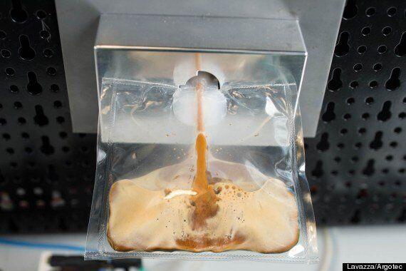 내일 우주정거장에 에스프레소 커피머신