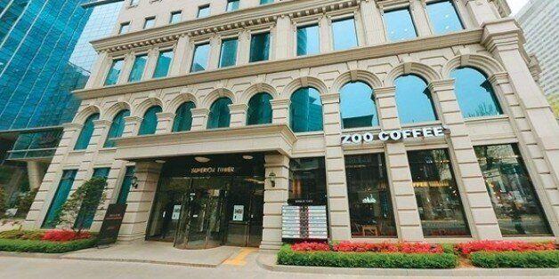 서울 삼성역 사거리 이명박 전 대통령의 사무실이 입주해 있는 건물. 그의 사무실 임대료는 세금으로 꼬박꼬박