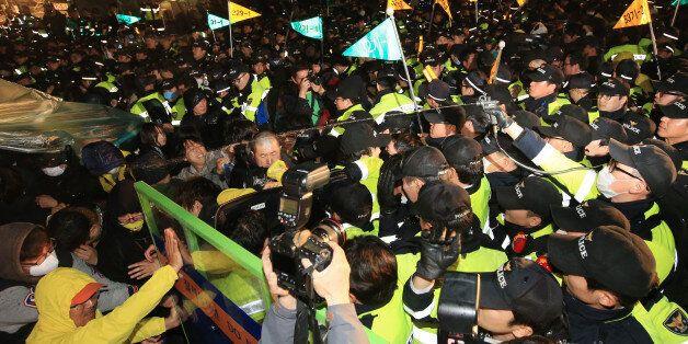 경찰, 세월호 유족-시민들 향해 캡사이신 살포(사진,
