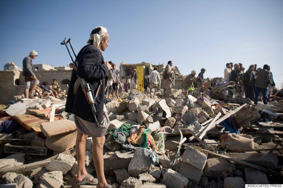 완전히 파괴된 예멘의 모습을 보여주는 12장의