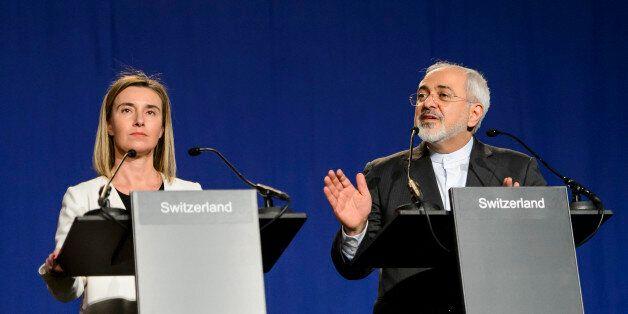 협상 타결 발표하는 페데리카 모게리니 유럽연합(EU) 외교안보 고위대표와 무함마드 자바드 자리프 이란