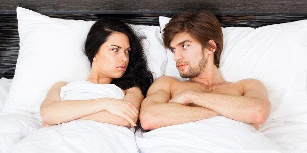 성생활을 개선하려면 남자에겐 포르노가 여자에겐 잠이