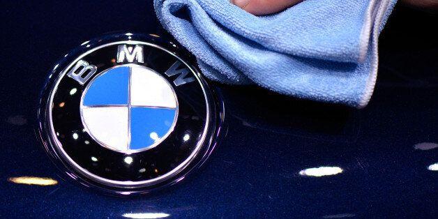 '타던 차를 BMW 새 차로 바꿔드립니다' : 만우절 장난이
