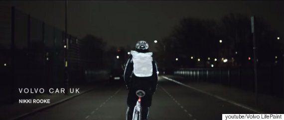 볼보(Volvo)가 개발한 밤에 자전거를 타는 사람을 위한