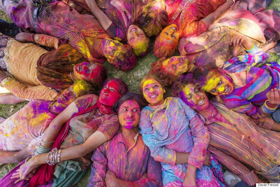 인도 홀리축제에는 수만 가지의 색이