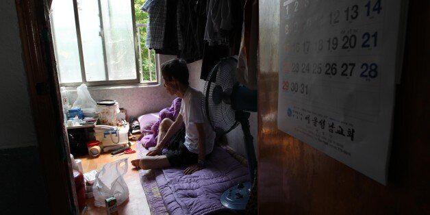 한국 노인빈곤 OECD '최악'...연금소득은