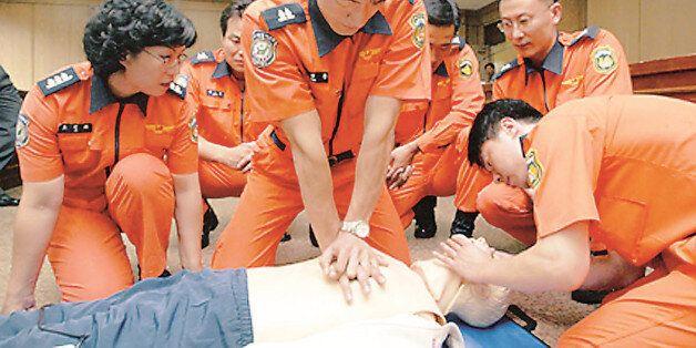 홍제역에서 심정지 환자 응급처치 주도한 여자