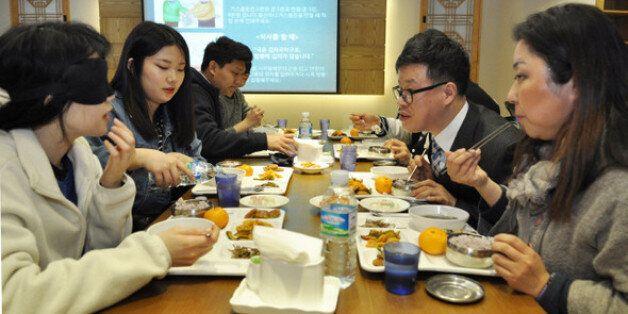 충남 논산 건양대 명곡정보관 지하 귀빈식당에서 열린 첫 '밥상머리예절'