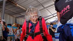 100세 할머니의 생일 기념 스카이