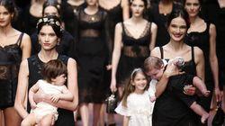 만삭의 모델과 갓난아기들이 런웨이를