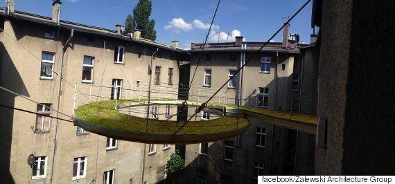 폴란드 건축회사가 공중에 띄운 사무실로 향하는