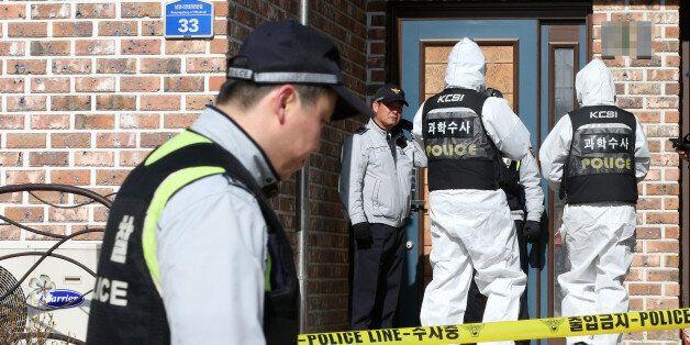 27일 오전 공기총 난사로 4명이 숨진 경기도 화성 사건 현장에서 경찰 관계자들이 조사를 벌이고