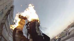 러시아 청년이 몸에 불을 붙이고 빌딩에서